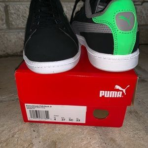 Puma Boys Sneakers Black and Neon Green NEW Size 4 NWT